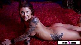 Tatuada modelo pornstar no tube 8 se exibindo