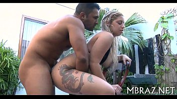 Enrabando uma brasileirinha gostosa