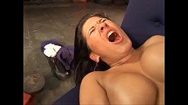 Gostosa fazendo sexo na borracharia