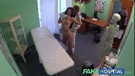 Câmera escondida mostra gostosa dando para o ginecologista