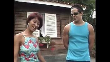 Madura viúva fodeu com o vizinho novinho