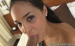 Moreninha malandrona no motel dando a xota