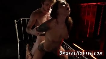 Porno bruto com uma gostosa tomando cacetada