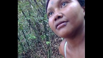 Ela deu no meio do mato para o macho safado
