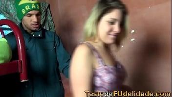 Putinha ninfeta fode com primo dotado da favela