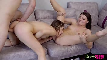Porno a três com Mi Khalifa fodendo junto com a sua amiga