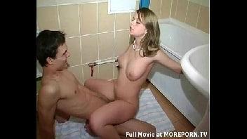 Sexo no banheiro com a cunhada malandra e excitada