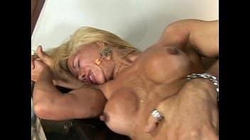 Coroa saradona fode com um novinho afim de sexo