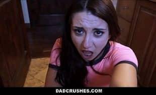 Novinha taradinha por rola sendo traçada pelo cara safado