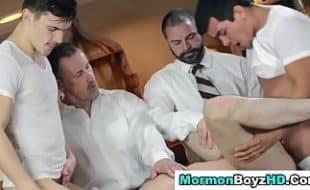Chefe gay dando para o seus funcionários