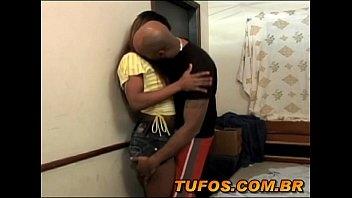 Conheceu a moreninha na pracinha e logo levou ela para o motel