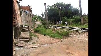 Garota da favela se entregando para o homem tarado