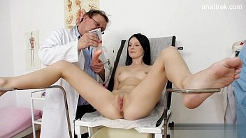 Medico comedor fazendo a novinha gostosa gozar