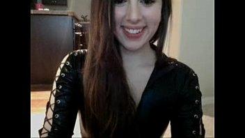 Modelo ninfetinha goza gostoso na webcam