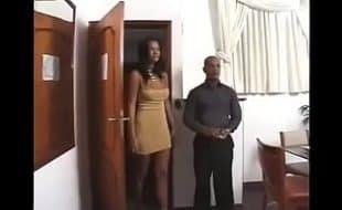 Mulher muito excitada dando muito para o macho no motel