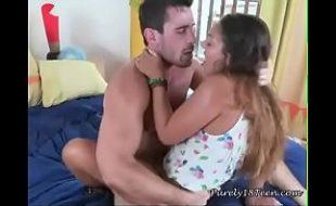 Novinha gostosa cedeu a sua buceta e levou pica com muita força