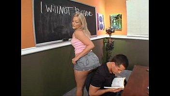 Porno na escola aluna atrevida seduzindo o seu professor
