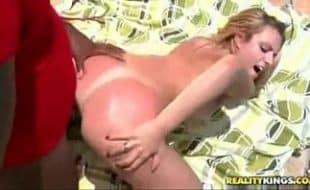 Porno tube mulher loira de marquinha fodendo no sol quente