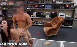Porno tube sexo safadinha dando a buceta dentro de uma loja