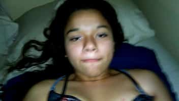 Adolescente drogada dando a buceta