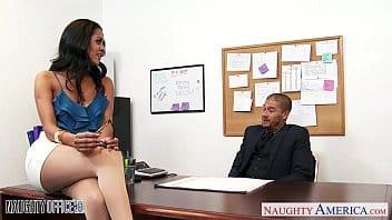 Coedcherry patrão estuprando a secretária rabuda