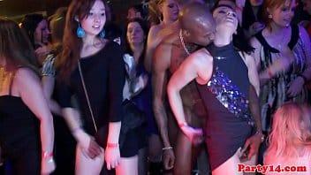 Sexo em festa com casadas dando para gogoboys