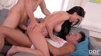 Xvideo apk com magrinha safada recebendo dupla penetração