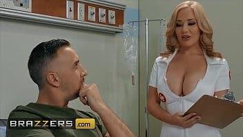 Chupeta gostosa da enfermeira sapeca
