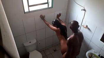 Flagra de traição vizinha deu rapidinho no banheiro