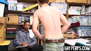 Estrupo gay policiais fodendo cu do novinho ladrão