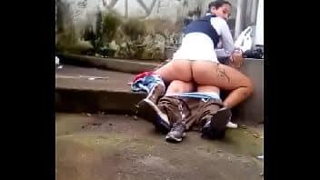 X vi de os novinha rabuda transando ao ar livre na favela