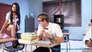 Porno com professora dentro da sala de aula