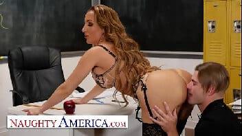 Professora nua fodendo com aluno sarado