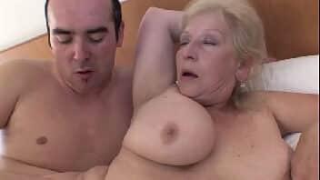 Fime de sexo velha safada dando e gemendo