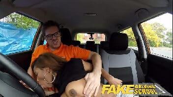Video de pono instrutor fodendo aluna no carro
