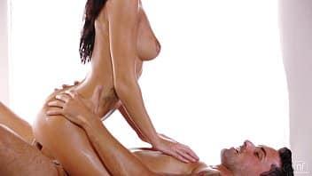 Video de massagem erotica com morena gostosa