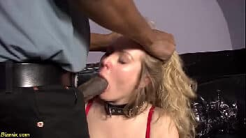 Videos de sexo com coroa de lingerie vermelha apanhando do policial