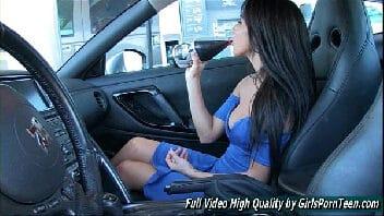 Video de mulher se masturbando dentro do carro para os frentista verem