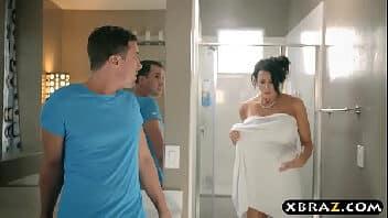 Filme porno americano safado espiando gostosa tomar banho