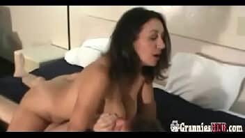 Porno cavalgada na rola do macho velho