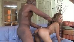 Sexo anal loirinha levando no cu e gemendo gostoso