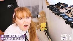 Menina safadinha se masturbando na frente do espelho